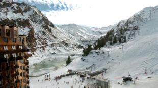 En altitude, les sources d'énergie ne manquent pas: soleil, vent ou encore torrent de montagne...