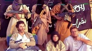 Three Spanish hostages held by Aqim: Roque Pascual (L), Alicia Gomez (C), (now freed) and Albert Vilalta (R).