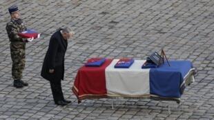法国总理埃罗向阵亡军人致哀,2013年1月16号