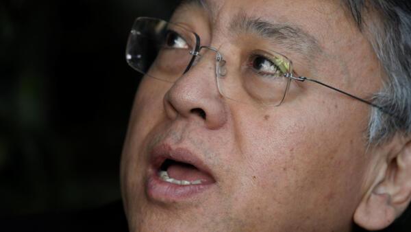 """日裔英籍作家石黑一雄得知獲諾貝爾文學獎後""""受寵若驚""""。"""