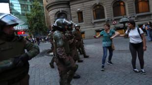 Les Mapuches se confrontent aux policiers chiliens et réclament justice pour Camilo Catrillanca.
