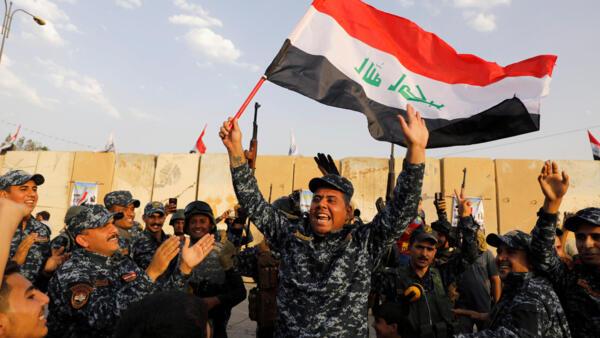 圖為伊拉克軍民2017年12月慶祝驅逐伊斯蘭恐怖組織戰爭勝利