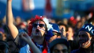 Un hincha francés en la fan zone en Marsella, el 3 de julio de 2016 durante Francia-Islandia.