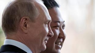 Le président russe, Vladimir Poutine et son homologue nord-coréen, Kim Jong-un à Vladivostok en Russie, le 25 avril 2019.