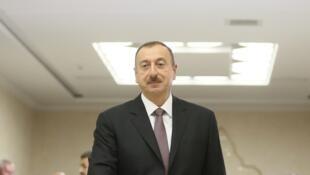 Ильхам Алиев голосует на референдуме об изменении конститутции. октябрь 2016 г.