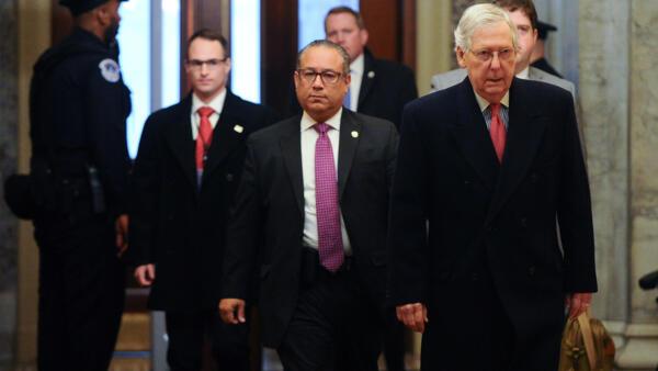 Lãnh đạo phe đa số Cộng Hòa tại Thượng Viện Mitch McConnell đến trụ sở Thượng Viện, Washington, Mỹ, ngày 28/01/2020