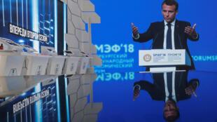 Эмманюэль Макрон на саммите в Санкт-Петербурге, 25 мая 2018.