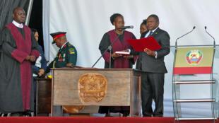 Presidente Filipe Nyusi foi hoje investido para um segundo mandato em Moçambqiue