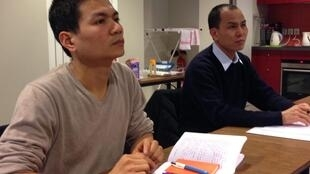 Thầy Stêphanô Trần Quyết Quyền (T) và thầy Giacôbê Đoàn Văn Sinh (P) tại Paris, Pháp