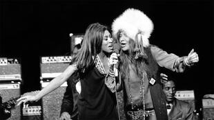 Janis Joplin avec Tina Turner (à gauche) en concert, le 21 janvier 1969, à Los Angeles.