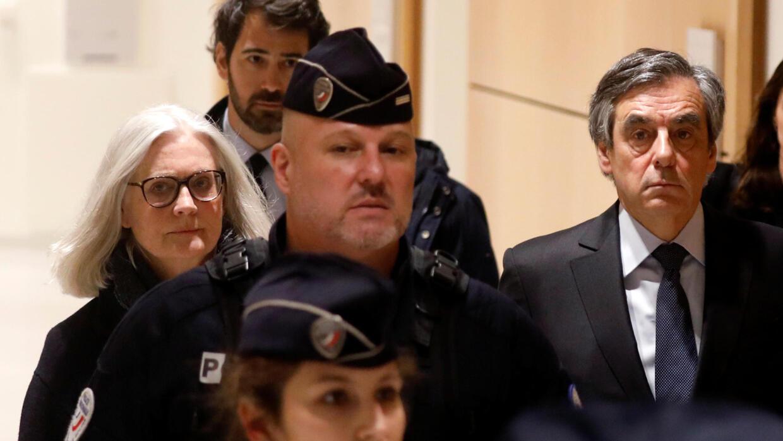 Le procès Fillon lancé, puis suspendu aux questions de procédure