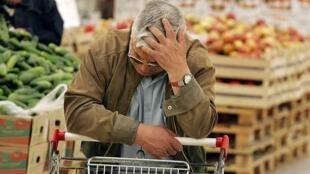 قیمت کالاها و خدمات مصرفی خانوارهای ایرانی در دوازده ماه منتهی به شهریور ماه سال جاری (١٣٩٨) نسبت به دوره مشابه سال قبل، ٤٢٫٧ درصد افزایش داشته است.