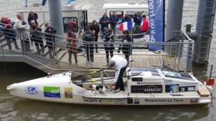 Charles Hedrich au moment de quitter Paris ce vendredi pour un Tour de France de 5 mois.