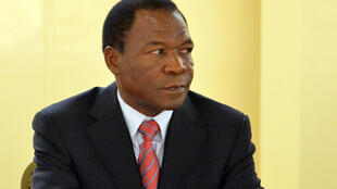 François Compaoré, frère de l'ancien président burkinabè Blaise Compaoré, regarde lors d'un sommet à Ouagadougou.