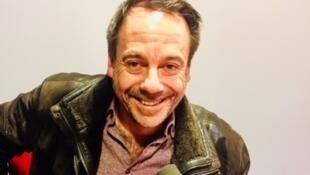 L'écrivain français Michel Bussi en studio à RFI.