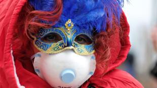 为防止疫情扩散,意大利威尼斯狂欢节2月23日提前闭幕。