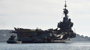 The Charles-de-Gaulle aircraft carrier leaves Toulon on 18 November 2015