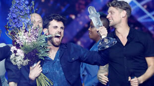 Duncan Laurence celebra a vitória no Eurovisão 2019, em Tel Aviv, 18 de maio de 2019.