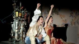 La puesta en escena, muy contemporánea, es de Galin Stoev.