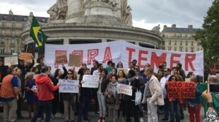 Manifestantes protestam contra governo de Temer em Paris