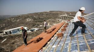 Construção de casas no assentamento de Havat Gilad, ao sul de Nablus (Cisjordânia). 5 de novermbro de 2013.