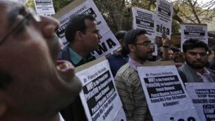 Des manifestants protestent à New Delhi, contre le projet de centrale EPR de Jaitapur, le 14 février 2013