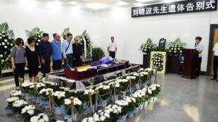 Cerimônia antes da cremação do prêmio Nobel da Paz Liu Xiaobo neste sábado, 15 de julho de 2017.