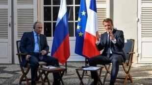 Les présidents français Emmanuel Macron et russe Vladimir Poutine lors d'une conférence de presse, au fort de Brégançon, le 19 août 2019.