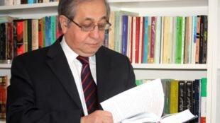 حسن شریعتمداری فعال سیاسی و دبیرکل شورای گذار