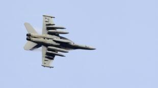 Истребитель электронной атаки F-18 коалиции НАТО