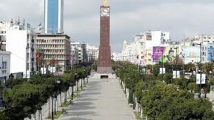 L'avenue Bourguiba à Tunis est déserte, le 22 mars 2020. Le pays est entré en confinement général pour lutter contre la propagation du coronavirus.
