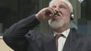 Экс-генерал боснийских сербов Слободан Пральян «выпил яд» на заседании Гаагского трибунала