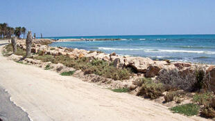 A praia de Zarzis, onde chegam vários imigrantes