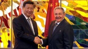 Chủ tịch Cuba Raul Castro (Phải) tiếp Chủ tịch Trung Quốc Tập Cận Bình  tại La habana ngày  22/7/2014.