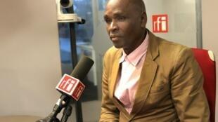 Baciro Candé, sélectionneur de la Guinée-Bissau, lors de son passage à RFI à Paris le 13 octobre 2016.