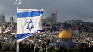 Bandeira israelense na antiga cidade de Jerusalém, em 6 de dezembro de 2017.