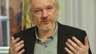 Основатель сайта WikiLeaks Джулиан Ассандж в посольстве Эквадора