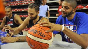 Le basketteur Nicolas Batum (à droite).
