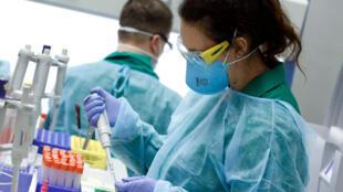 2020-04-01T150241Z_394011736_RC2RVF90TZ9X_RTRMADP_3_HEALTH-CORONAVIRUS-EU-TEST