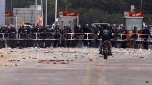 Cảnh sát Trung Quốc phong tỏa đường vào Hải Môn, Quảng Đông, ngày 22/12/2011