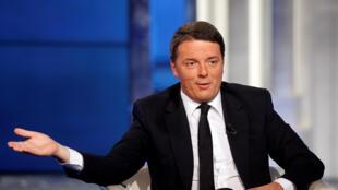 លោក  Matteo Renzi នាយករដ្ឋមន្ត្រីអ៊ីតាលី ដែលជាអ្នកស្នើកំណែទម្រង់រដ្ឋធម្មនុញ្ញ