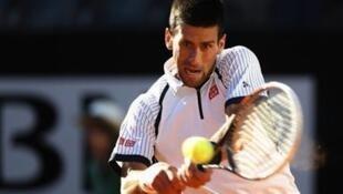 Novak Djokovic entrou a vencer em Roland Garros
