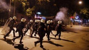 La police a investi la place Taksim à Istanbul, coeur de l'opposition au pouvoir turc, le 11 juin 2013.