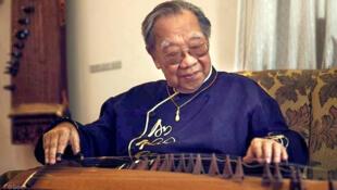 Giáo sư Trần Văn Khê - DR