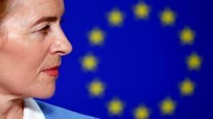 Ursula von der Leyen doit convaincre 374 eurodéputés de voter pour elle à la Commission européenne.
