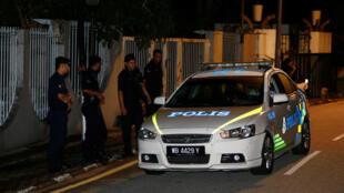 Cảnh sát Malaysia đến khám xét tư dinh của cựu thủ tướng Najib Razak, Kuala Lumpur, tối ngày 16/05/2018