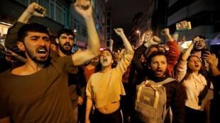 Manifestación contra la decisión de la Comisión Electoral de organizar nuesvas elecciones en Estambul, este 6 de mayo de 2019, en Estambul.