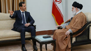 Le président syrien Bachar el-Assad s'entretient avec le guide suprême iranien, l'ayatollah Ali Khamenei à Téhéran, le 25 février 2019.