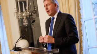 L'ancien ambassadeur britannique à Washington Kim Darroch, lors d'un réception organisée à l'ambassade, en janvier 2017. (Image d'archives)