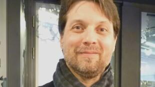 El director de orquesta Roberto Forés Veses en los estudios de RFI